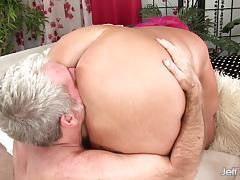 Man stuff his face in a bbws big ass before a sweet fucking