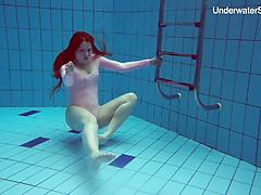 Sexy redhead simonna showing her body underwater