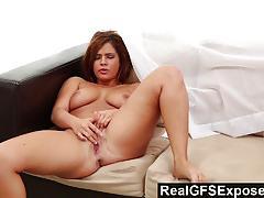 Realgfsexposed keisha masturbates alone