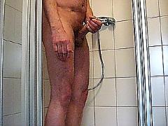 Mastrubieren in the shower