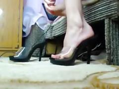 Sexy blondie sucks and licks her toes