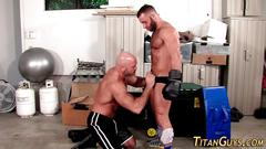 Rimmed muscly bear cums