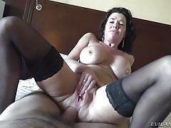 Busty brunette veronica avluv gets anally fucked by manuel ferrara