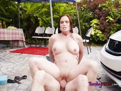 Busty cougar diamond foxxx offers carwash and her pussy