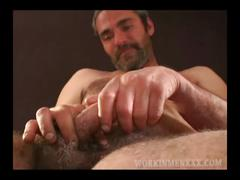 Mature amateur barry beats off