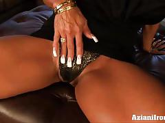 Huge boobed dd finger bangs herself silly