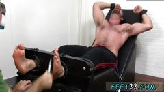 Bdsm muscled hot stud gets tickled and he enjoy it