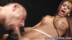 Trans babe gets cock suck