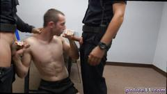 Gay policemen drill a thug in the interrogation room