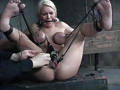 Blonde gets her pussy clipped and stretched