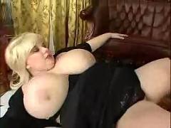 Big busty blond chick1