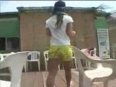 Young girl working in beachclub...f70