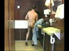 Perverse brunette milf assfucked anal in a toilet troia  bello duro per bene in fondo al culo e spac