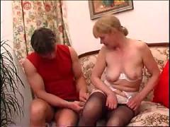 Aged mom trying anal with her young boy...f70