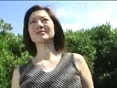Japanese girl show body in public park