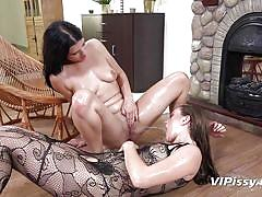 Lesbians play with pee