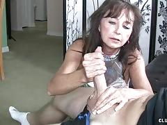Naughty milf offers this dude a quick release