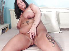 Chubby brunette mature doing a solo play