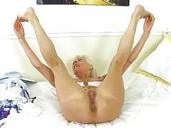 blonde, mature, round ass, solo, big boobs, undressing, mature nl, elaine x
