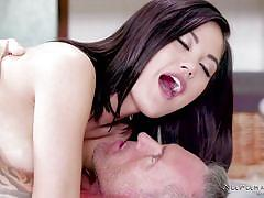 Kendra spade knows how to properly massage a dick