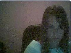 Pretty webcam gal shows her stuff