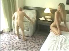 La puta y el enano