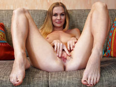 Hot milf tatiana playing her own pussy