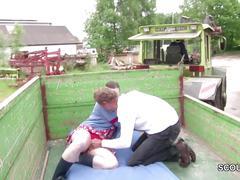 Bauer sucht sau - milf treibt es mit fremden auf dem trecker