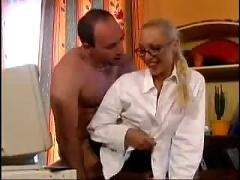 French milf gets an office fucking ( anal hardcore amateur )