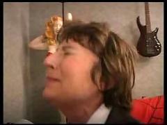 Vieille francaise fait appel au reparateur de tv