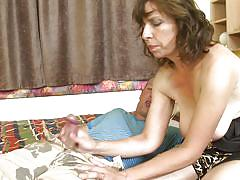 Mature slut gives a handy and a blowjob