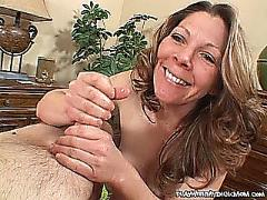 Sexy mom giving hanjob