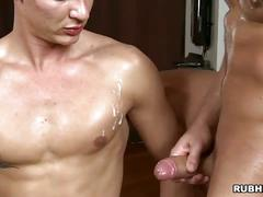 Oily bodied muscled hunk stuffing ass with throbbing big dong