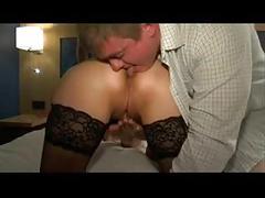 Un cocu mene sa femme se faire baiser