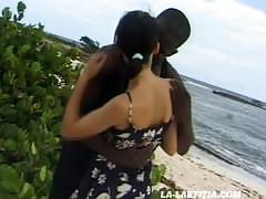 Laetitia - deux salopes baisées sur la plage