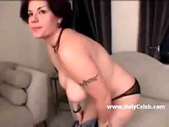 Gwen masturbating