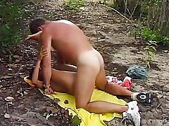 Une petite salope avec un homme mature