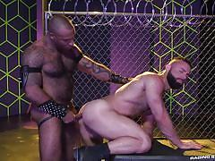Hard ass fucking by a muscle bound hunk @ gaymers