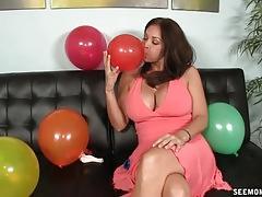 Milf finds blowjob fun amidst birthday prepping