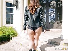 Cock hungry brunette hottie kelsi monroe fucked in her asshole