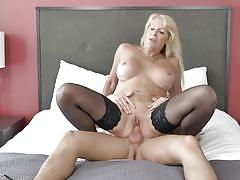 Mature blonde's pussy become wet when treated roughly