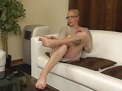 Kinky hairy housewife fingering herself