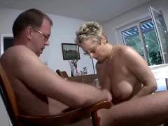 Reife lady und der gaertner