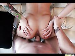 Sweet amateur hottie fucked in dorm!