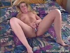 Uk milf joyce toying and cumming