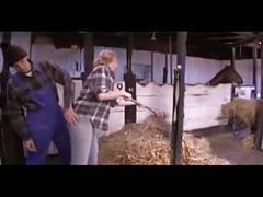 Amateur paare werden im stald geil