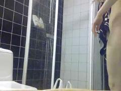 My gf takes a shower