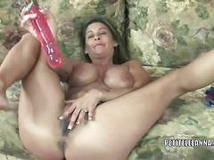 Leeanna heart rubs and toys her mature cunt