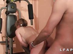 Jeune sportive francaise prise en double penetration avec ejacs sur les seins