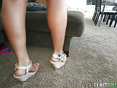 Sexy teen exposing her ass